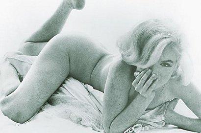 Marilyn-nue-lit-noir-blanc